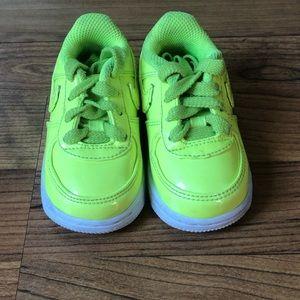 Green Nike shoes 4C